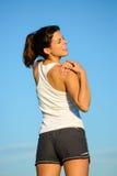 Atleta femminile con la ferita sulla spalla fotografie stock
