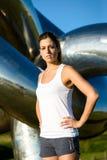 Atleta femminile pronto per correre e l'allenamento all'aperto Fotografia Stock Libera da Diritti