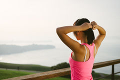 Atleta femminile pronto per prepararsi Fotografie Stock