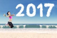 Atleta indio con el número 2017 en la playa Fotografía de archivo libre de regalías