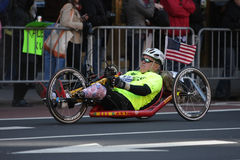 Atleta invalido alla maratona Fotografia Stock