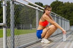 Atleta joven que se relaja Imagen de archivo libre de regalías