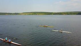 Atleta In Kayak del entrenamiento metrajes