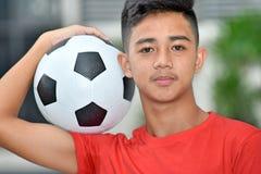 Atleta maschio privo di emozioni With Soccer Ball immagine stock libera da diritti