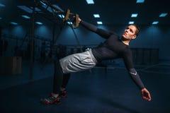 Atleta maschio su addestramento, allenamento di allungamento Fotografia Stock Libera da Diritti