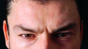 Atleta masculino Sweating And Resting Clos de transpiração do homem novo acima vídeos de arquivo