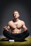 Atleta Meditating immagine stock