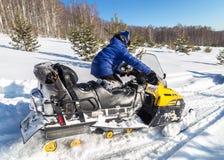 Atleta na snowmobile Fotografia Royalty Free
