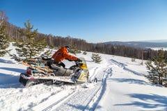 Atleta na snowmobile Obraz Royalty Free