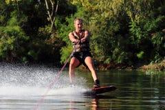Atleta no wakeboard Fotografia de Stock Royalty Free