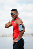 Atleta positivo che celebra successo di allenamento e correre Fotografie Stock