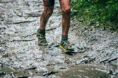 Atleta que corre alrededor de la pista Fotos de archivo libres de regalías