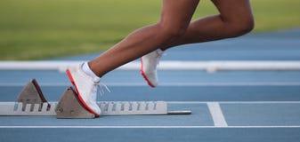 Atleta que deixa blocos começar Imagem de Stock Royalty Free