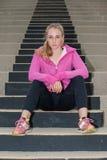 Atleta que mira abajo de los pasos Foto de archivo