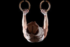 Atleta que practica en los anillos Fotografía de archivo
