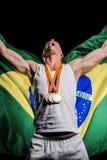 Atleta que presenta con las medallas de oro después de la victoria Imagenes de archivo