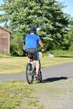 Atleta Retiree Male Cyclist y el Biking de ejercicio fotos de archivo