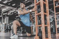 Atleta sereno que toma ejercicio físico Imagenes de archivo