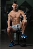 Atleta stanco Wearing Eyeglasses del muscolo fotografia stock