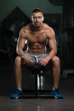 Atleta stanco Wearing Eyeglasses del muscolo immagine stock