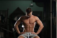 Atleta stanco Wearing Eyeglasses del muscolo fotografie stock