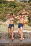 Atleta stojaki na skale obrazy stock