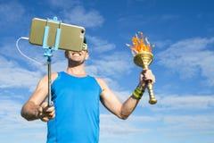 Atleta Taking Selfie con la torcia di sport fotografie stock