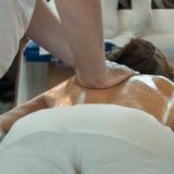 Atleta Tylny masaż po aktywności, Wellness i Spor sprawności fizycznej, Obrazy Royalty Free