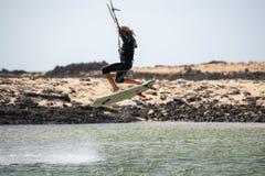Atleta w sesi szkoleniowa przy Cotillo Lagos Fuerteventura, wyspy kanaryjska Zdjęcia Royalty Free