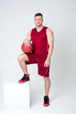 Atleta w sportach mundur i koszykówka Fotografia Stock