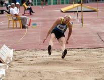 atleta współzawodniczy skok trójkę Fotografia Royalty Free