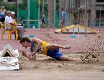 atleta współzawodniczy skok trójkę Fotografia Stock