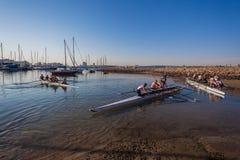 Atletas de la grada que reman regata de las canoas Imágenes de archivo libres de regalías