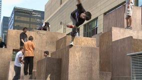Atletas de Parkour em Denver video estoque