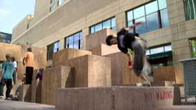 Atletas de Parkour en Denver almacen de video