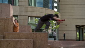 Atletas de Parkour en Denver almacen de metraje de vídeo