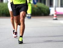 Atletas durante el maratón Fotografía de archivo libre de regalías