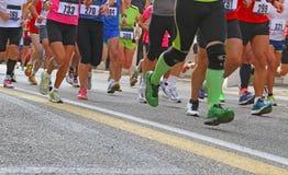 Atletas durante el maratón Imagenes de archivo