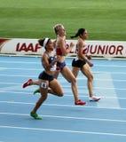Atletas en el final de 400 contadores de raza Imágenes de archivo libres de regalías