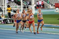 Atletas en los 800 contadores del acontecimiento de Heptathlon Imagen de archivo
