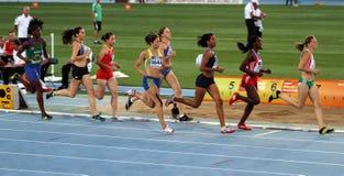Atletas en los 800 contadores del acontecimiento de Heptathlon Fotografía de archivo