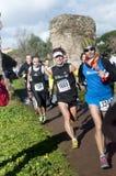 Atletas na maratona do esmagamento, Roma, Itália imagens de stock