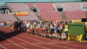 Atletas que corren 10 000 meteres finales en el campeonato del mundo U20 de IAAF en Tampere, Finlandia 10 de julio, imágenes de archivo libres de regalías