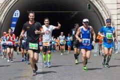 Atletas que participan en el maratón de Roma Fotografía de archivo libre de regalías