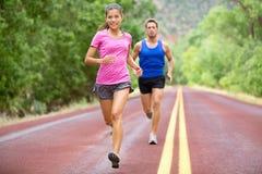 Atleten die - de jogging van het sportpaar in de zomer lopen Royalty-vrije Stock Foto