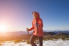 Atletenlooppas in de winter in de bergen Royalty-vrije Stock Fotografie