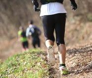 Atletenlooppas op de sleep op bergen Stock Foto's