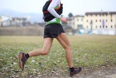 Atletenlooppas snel met lange passen naar duri van de afwerkingslijn Royalty-vrije Stock Fotografie