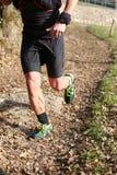 Atletenlooppas snel tijdens het triatlonras op de berg Royalty-vrije Stock Afbeeldingen
