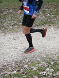Atletenlooppas tijdens het triatlonras met sportieve kleren in wi Stock Afbeeldingen